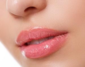 Jak dbać o usta? Total Lip Treatment od Sensai Cellular Performance.