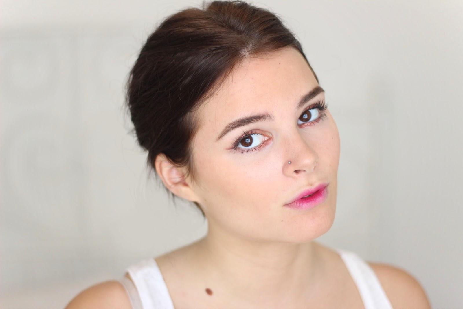 Rozmyte usta, czyli wiosenny trend w makijażu. Jak zrobić?
