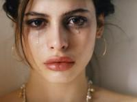 Crying lips. O co chodzi w nowym trendzie makijażowym?