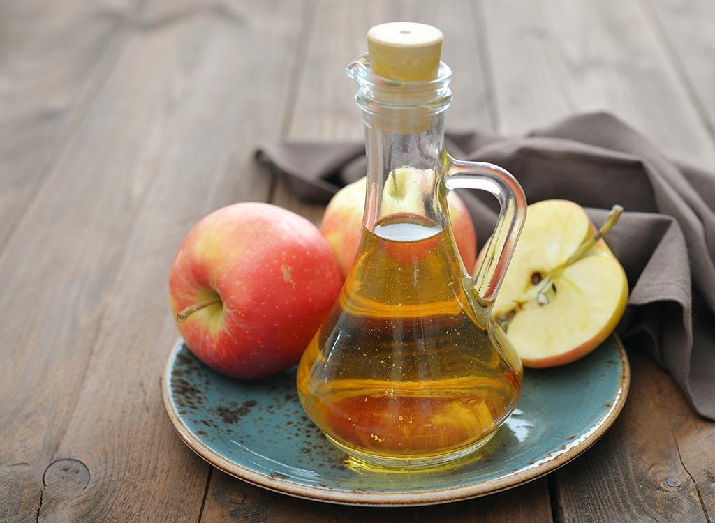 Ocet jabłkowy. Czy to dobry zamiennik antyperspirantu?