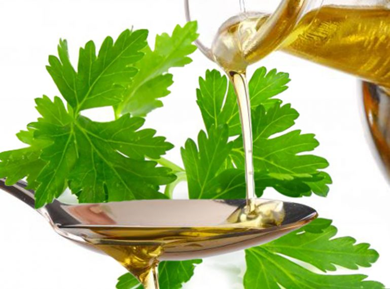 Jakie właściwości ma olej z nasion pietruszki?