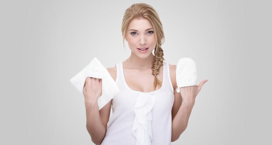 Rękawiczka do demakijażu: jakie ma właściwości, wady i zalety, jak jej używać oraz jak ją czyścić?