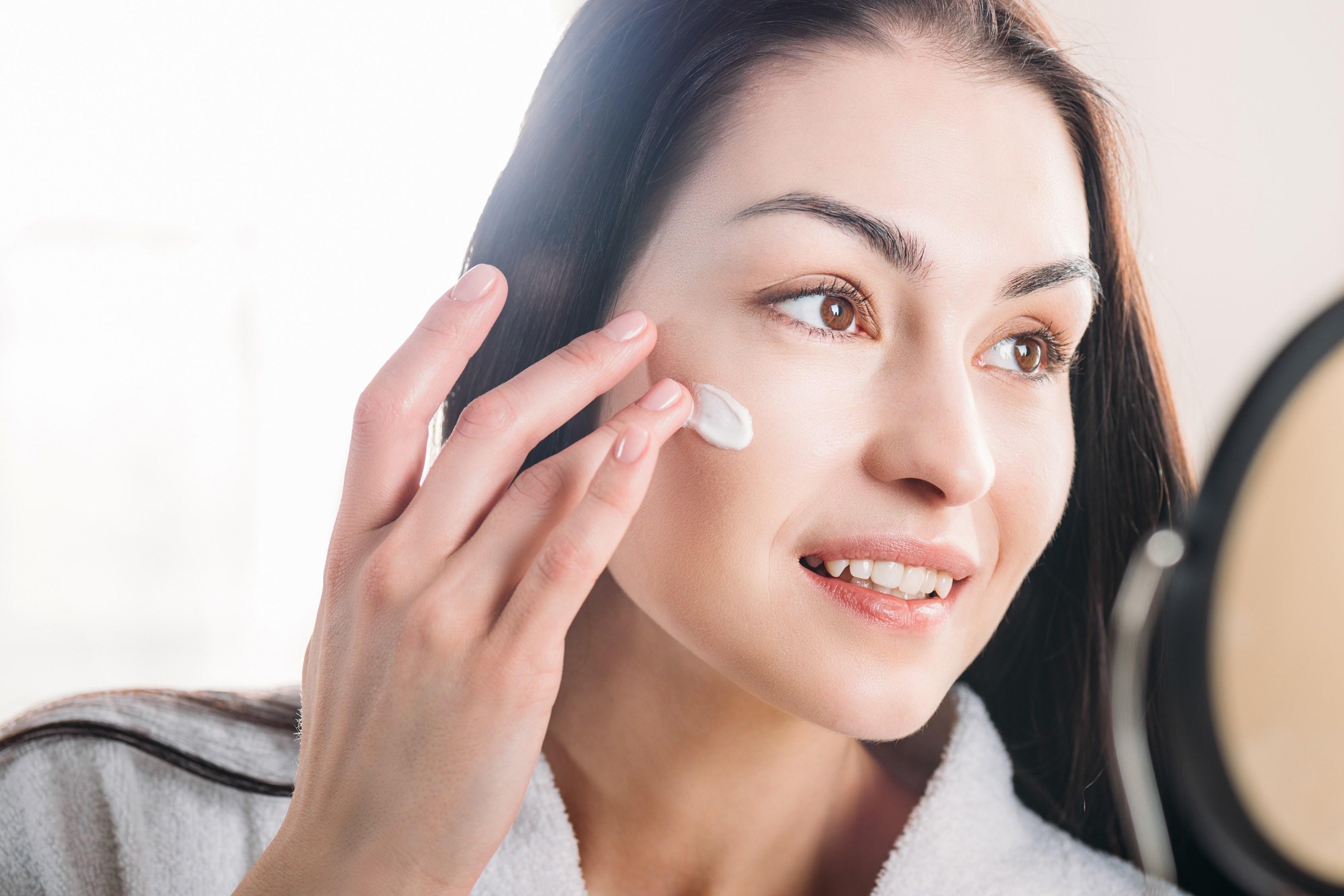 Layering. Jak dbać o skórę twarzy?