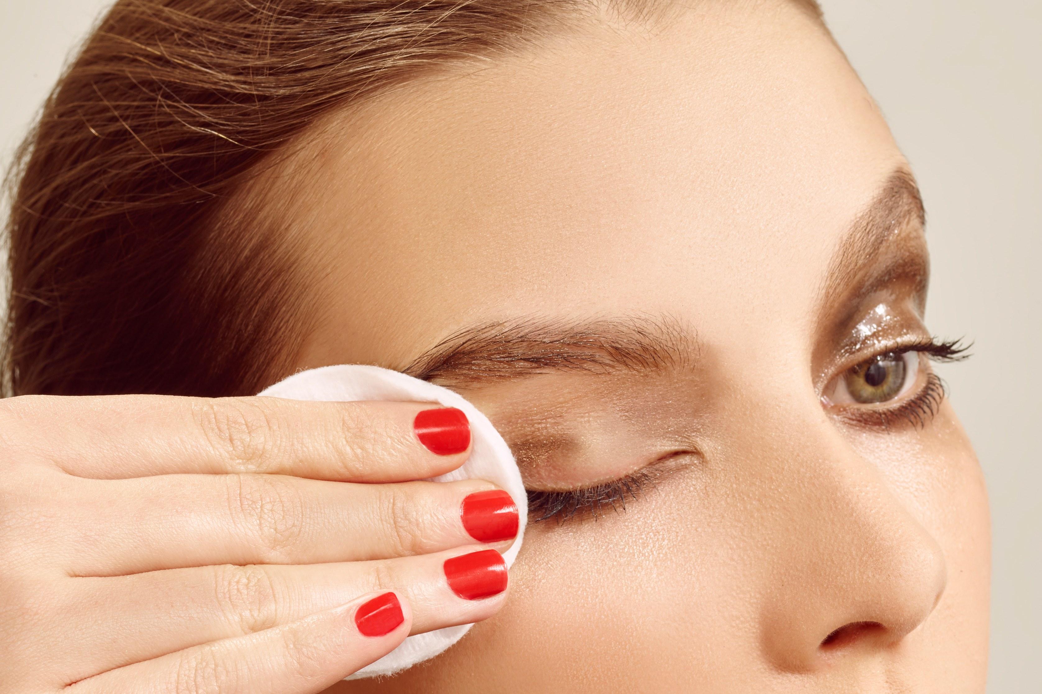 Demakijaż, czyli proste i efektywne usuwanie kosmetyków