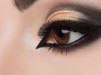 Jak malować kocie oczy eyelinerem, kredką i kajalem? Smoky eyes krok po kroku