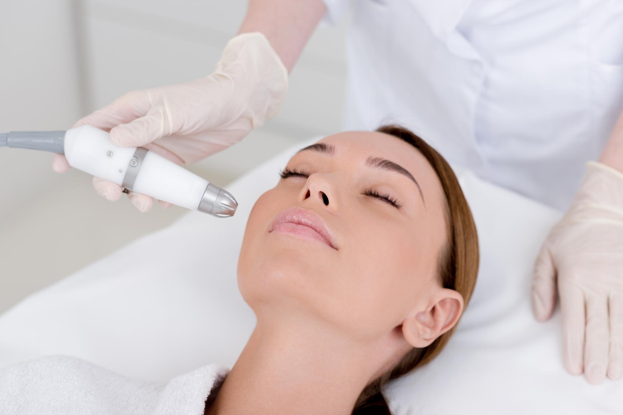 Czym zajmuje się dermatolog i co leczy?